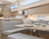 bavariayachts-c45-interieurdesign-whiteoak-trenner