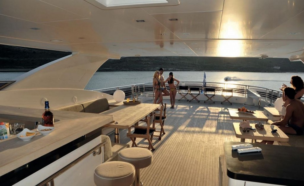 Horizon 122 yacht rental